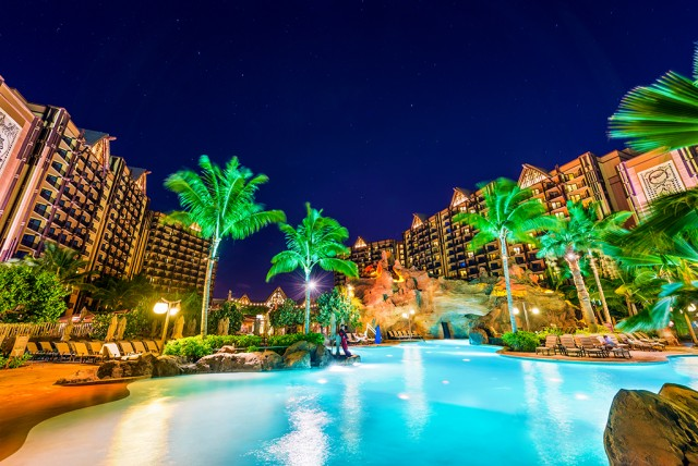 aulani-pool-starlight-hawaii-640x428